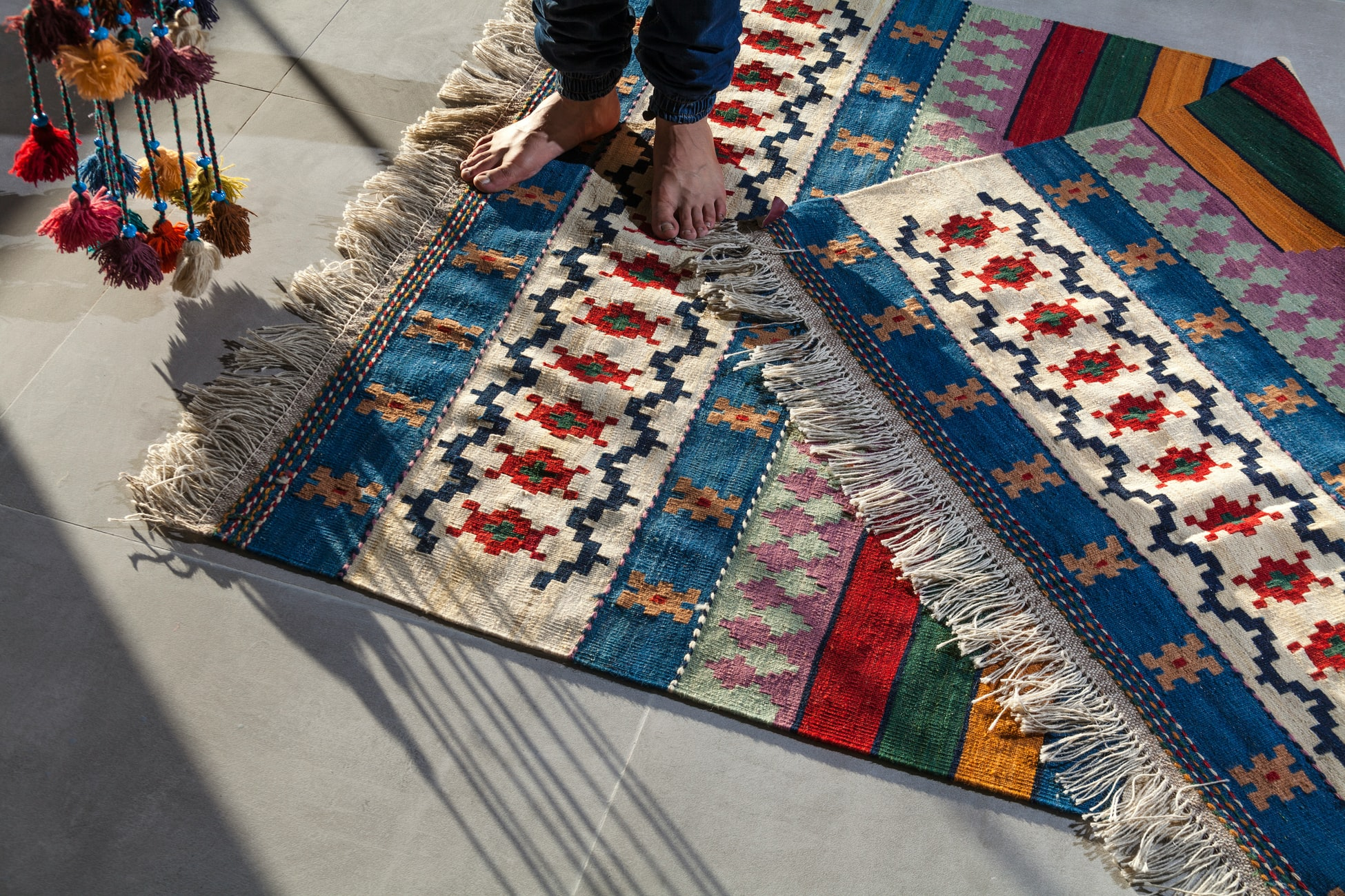 how to cut a rug without it fraying