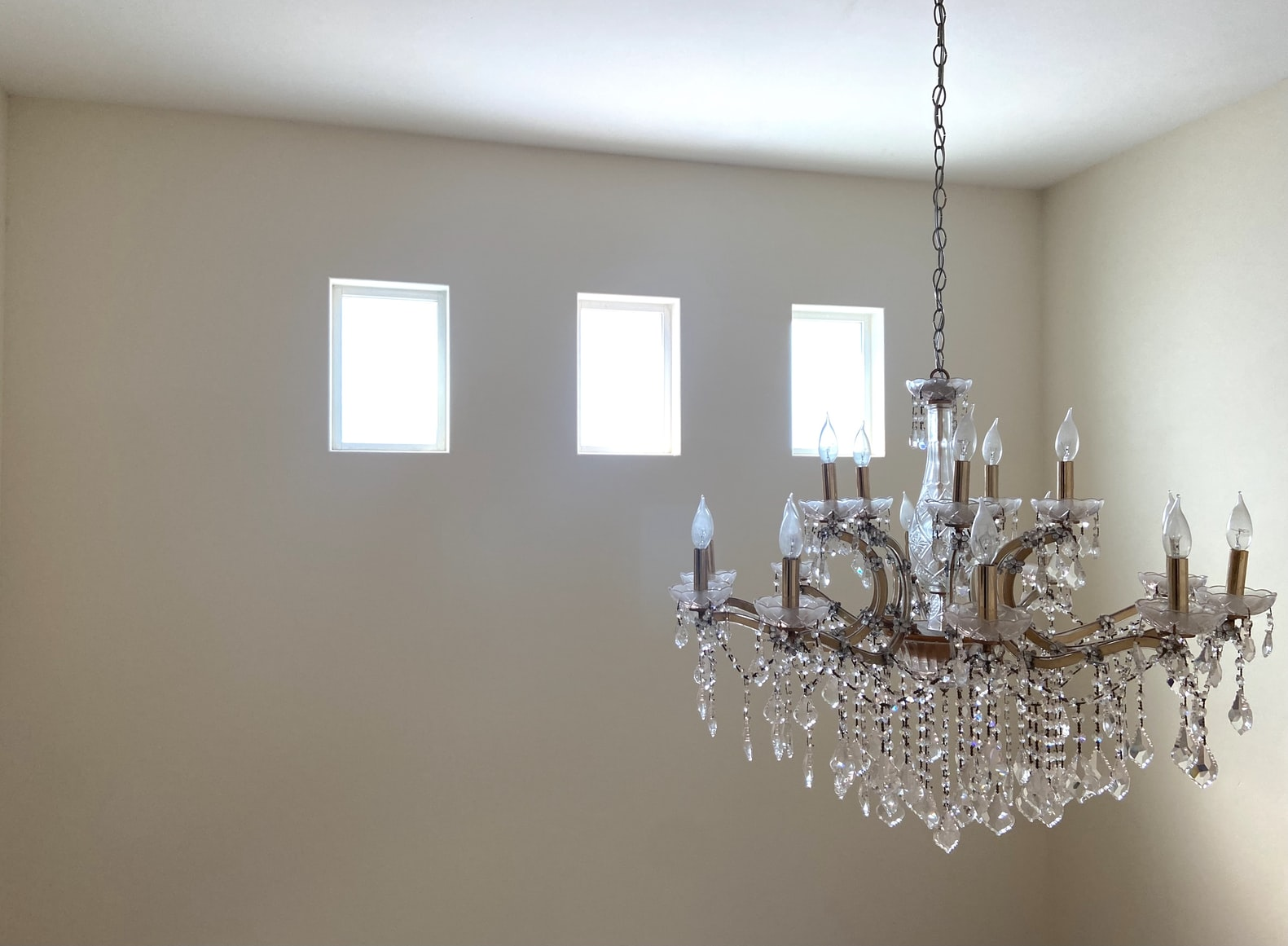 how big should a chandelier be over a round table