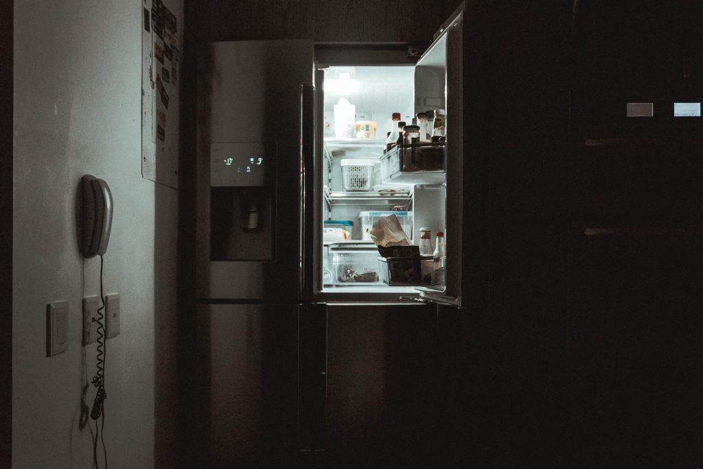 which way should a fridge door open?