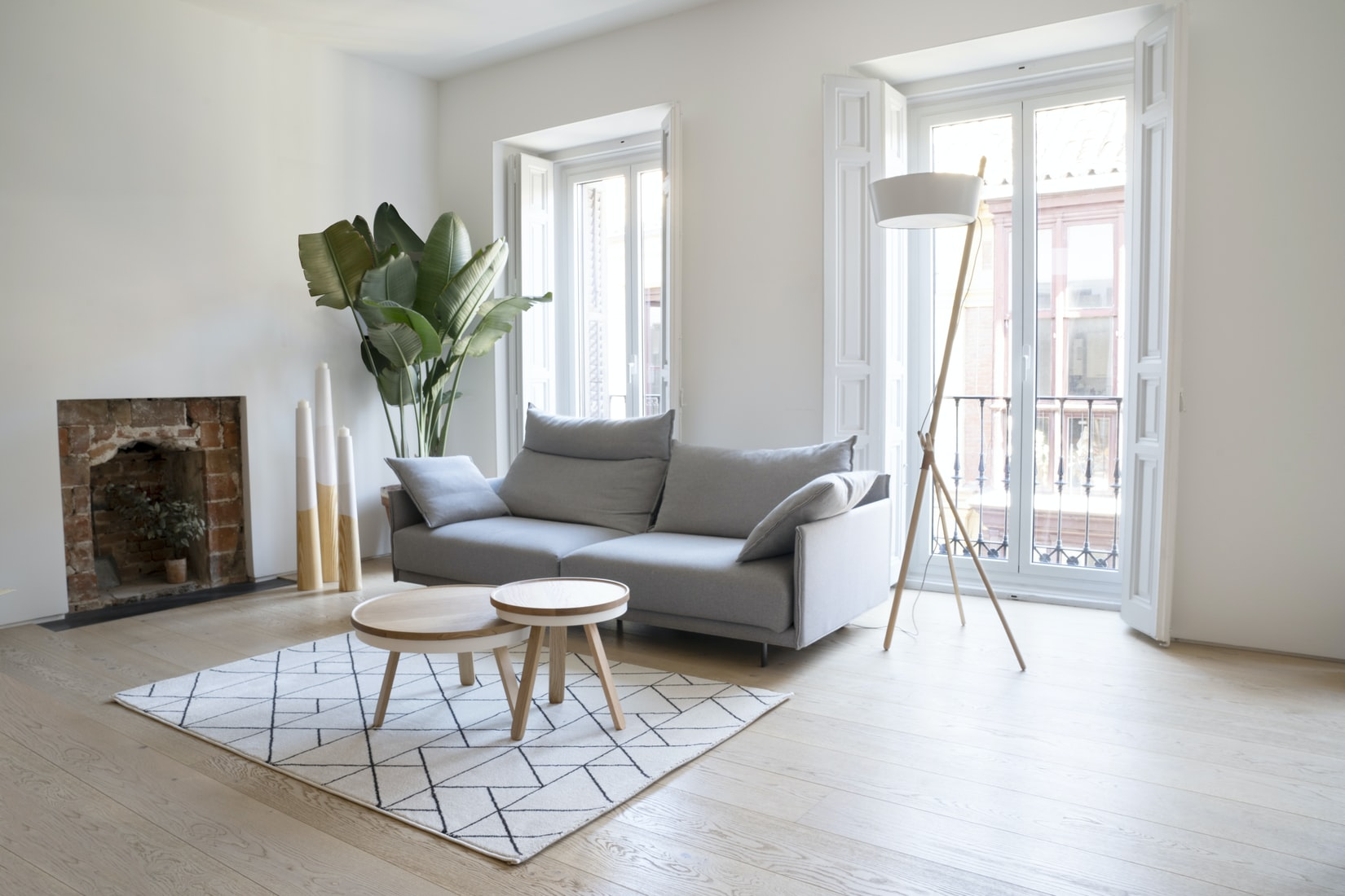 how many floor lamps in living room