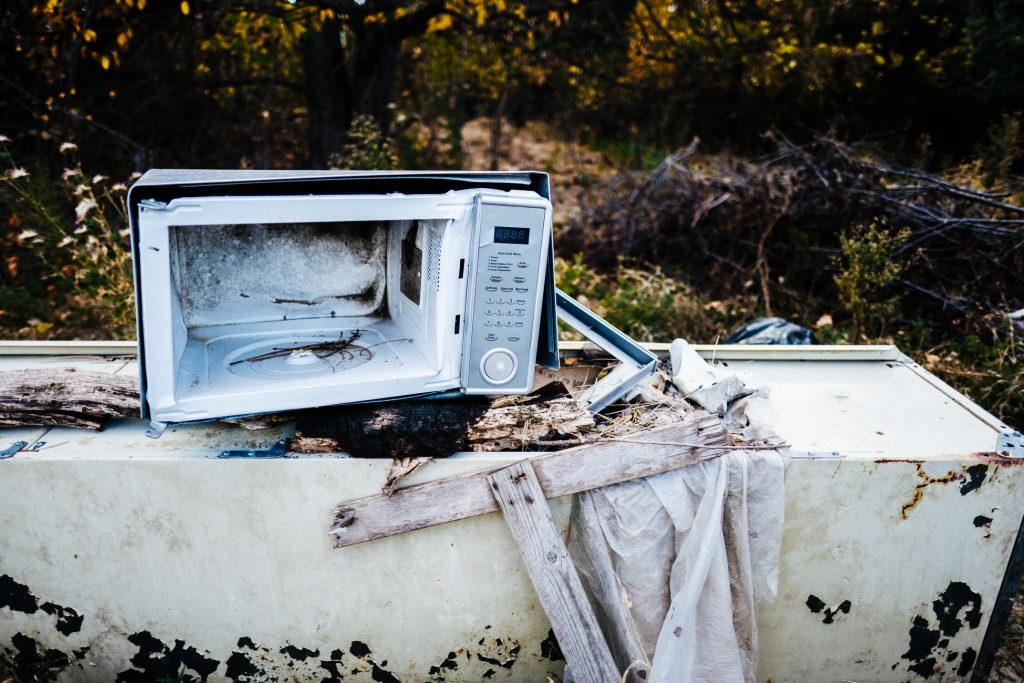 do old microwaves use more electricity