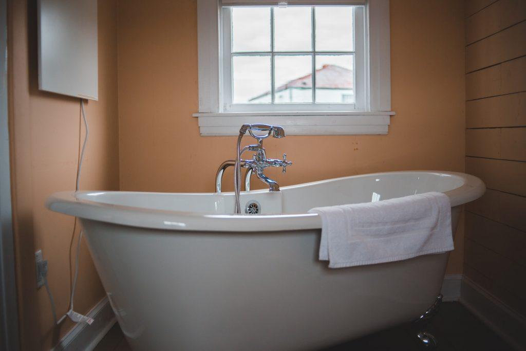 can you use marine paint on a bathtub