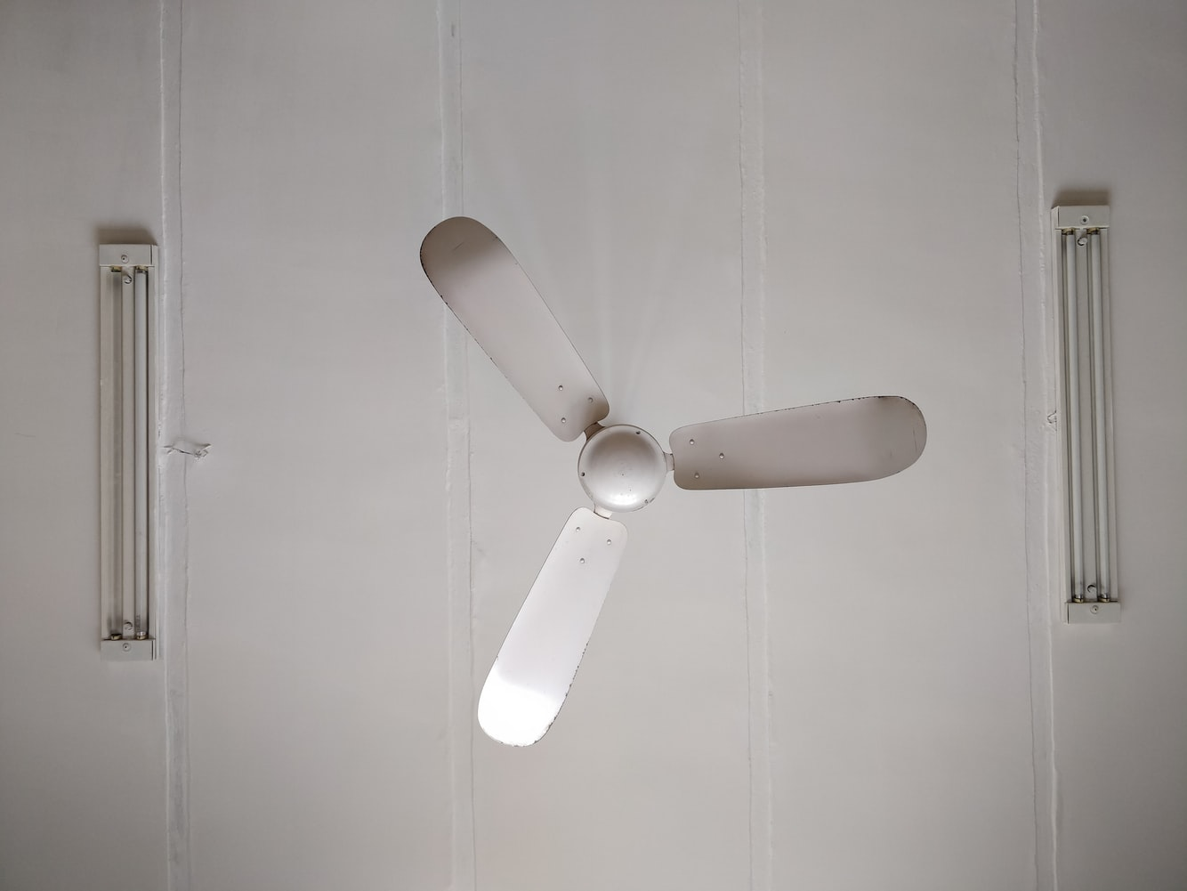 are ceiling fans in kitchens outdated