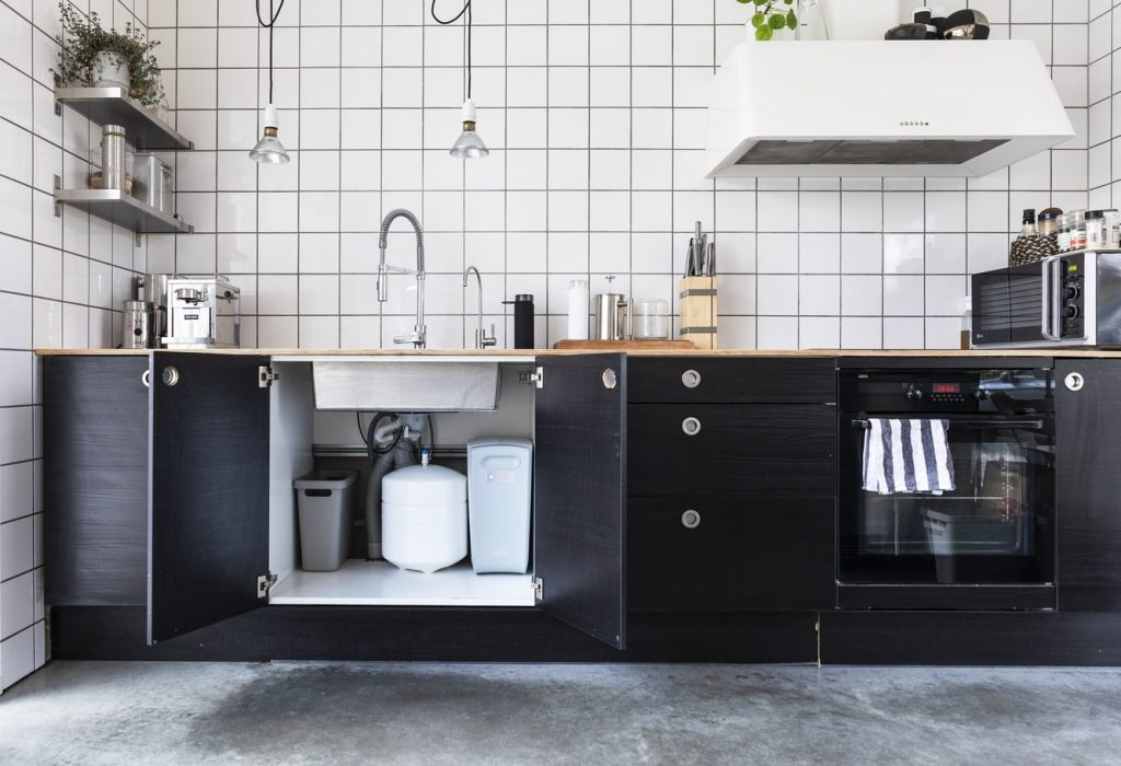 how to paint kitchen cabinets without brush marks