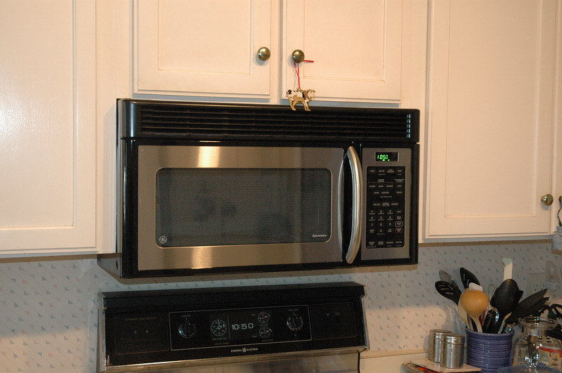 What size microwave fits a dinner plate