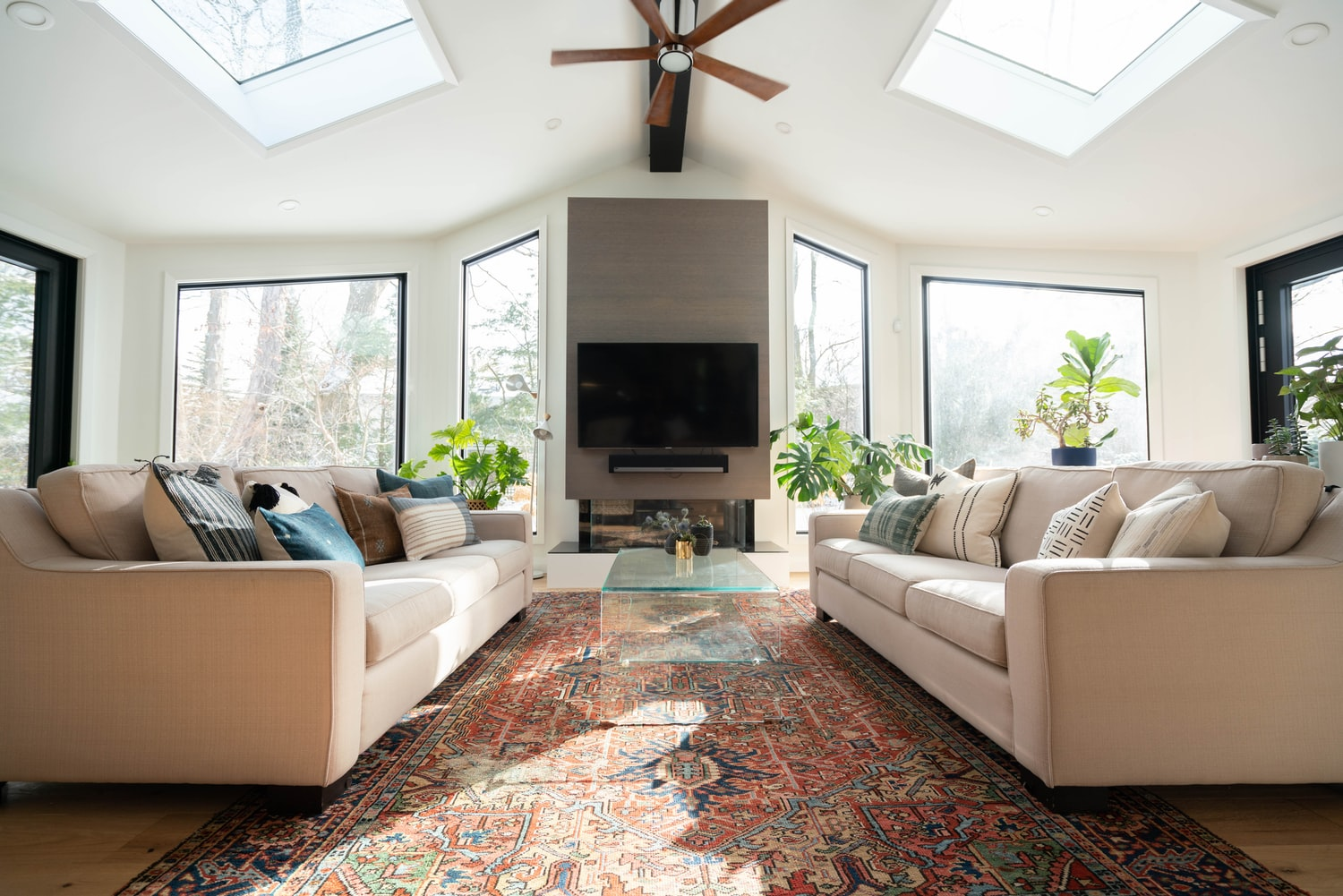 how to anchor a rug on carpet