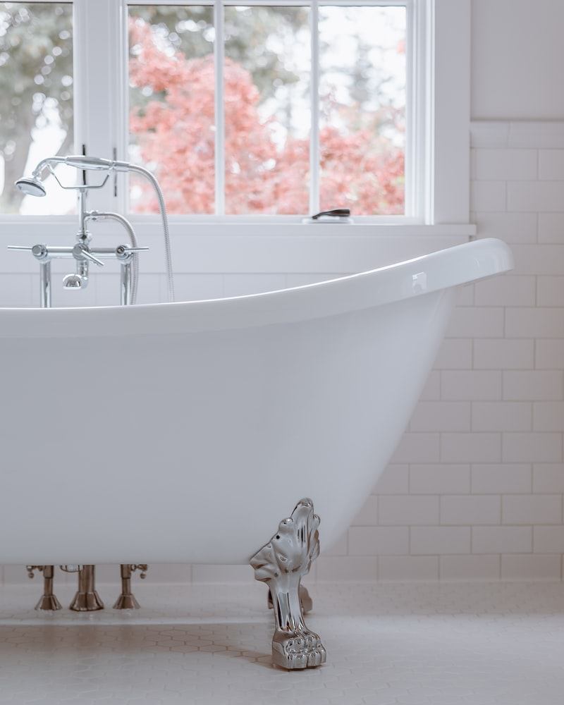 How much is a cast iron clawfoot tub worth