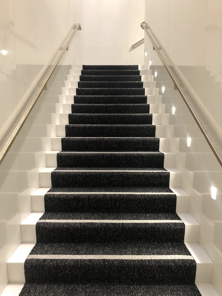 can roomba clean stairs