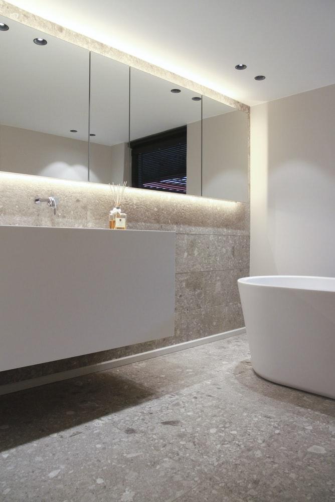 should bathroom mirror touch backsplash