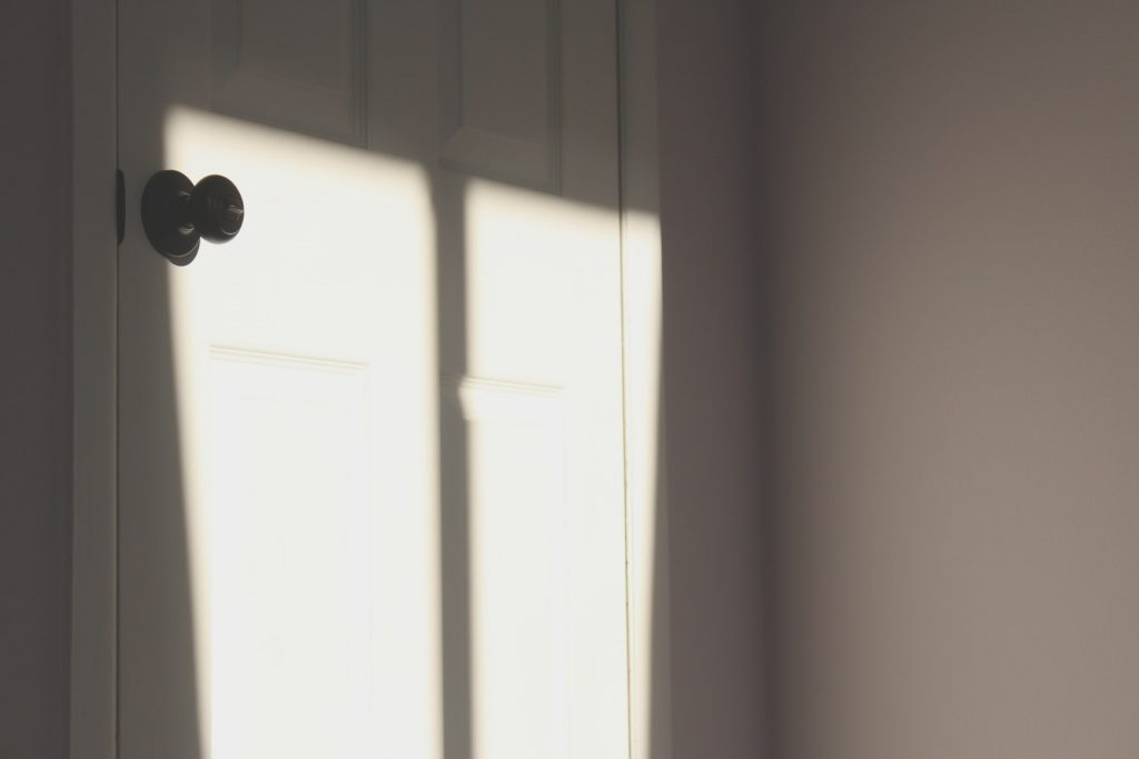 Can a bedroom have an exterior door
