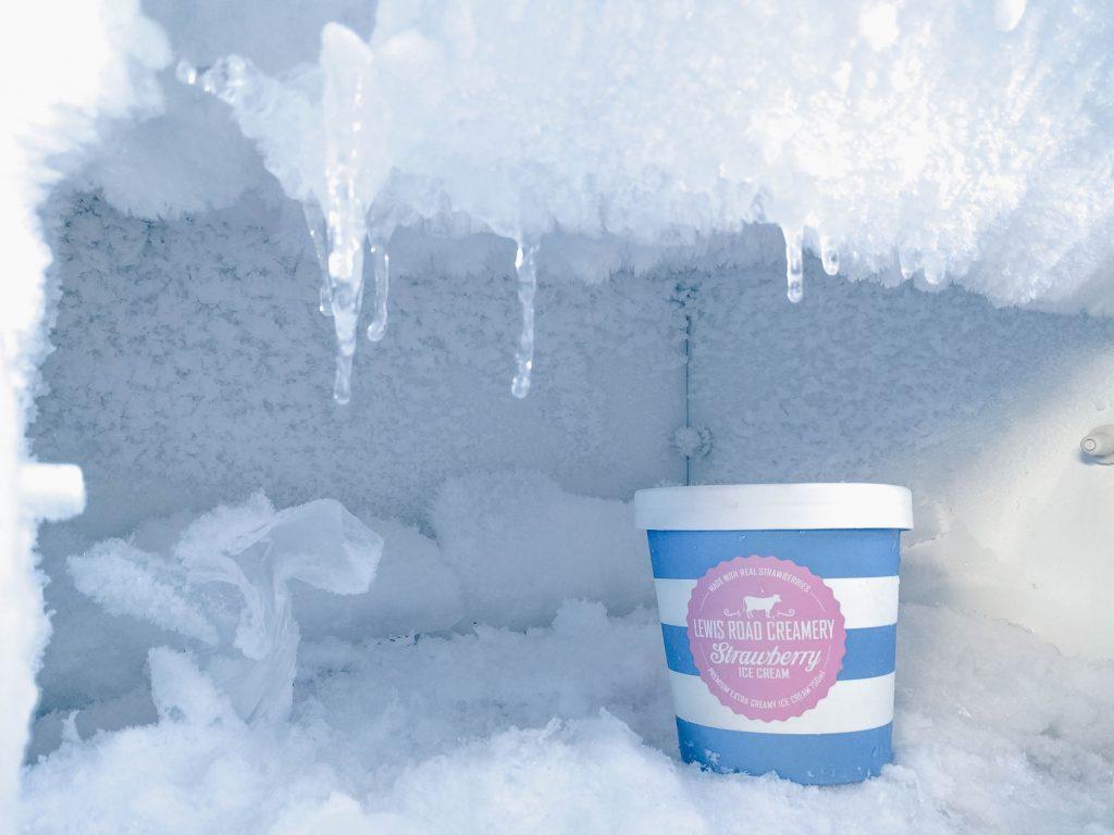 refrigerator freezes up